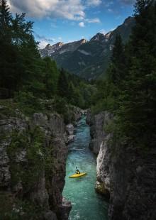reka Soča kajak sportna fotografija slovenia Velika korita Bovec